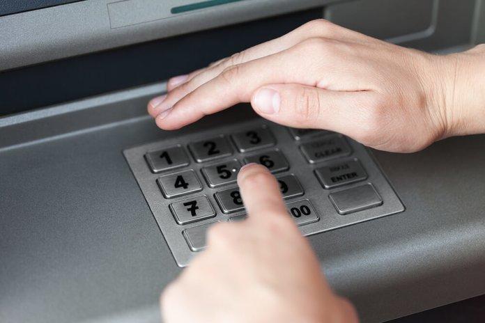 Набор пин-кода в банкомате