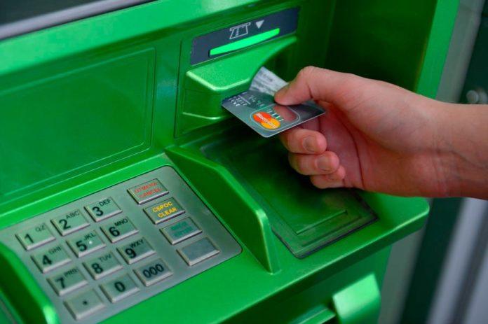 Банкомат Сбербанка с картой